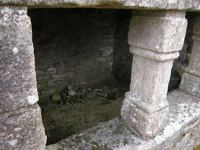L'ossuaire et les 3 croix