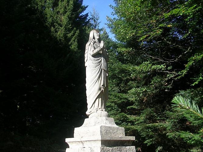 Statue de la vierge du mont Joli