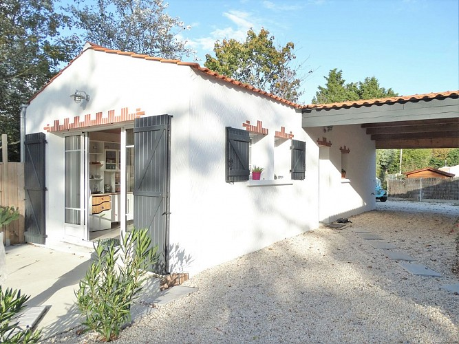 A la Fradinière, jolie petite maison de vacances & son jardin de 1850 m²