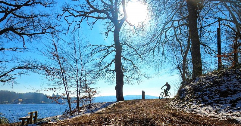 Feel Single Track au bord du lac des Settons