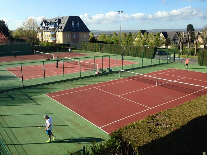 Tennis court hire