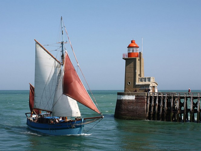 Cruise on board a traditional sailing ship in Fécamp