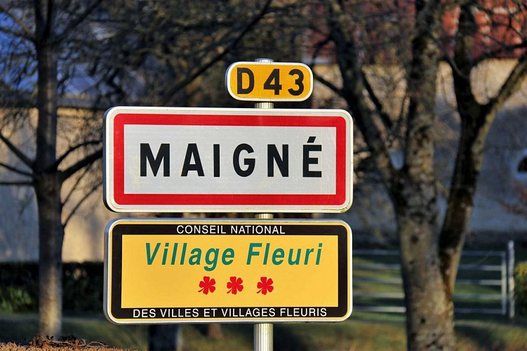 Maigne-Village-fleuri
