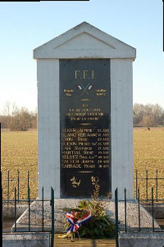 monument-plaine-le-pizou