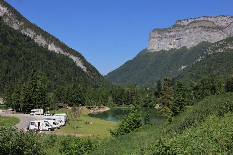 Aire de stationnement camping-car au Lac de Thuy