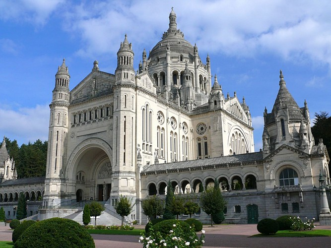 Audio-guided tour of Lisieux
