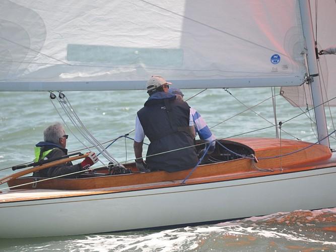 Coaching plaisance personnalisée voile ou moteur avec le Deauville Yacht Club