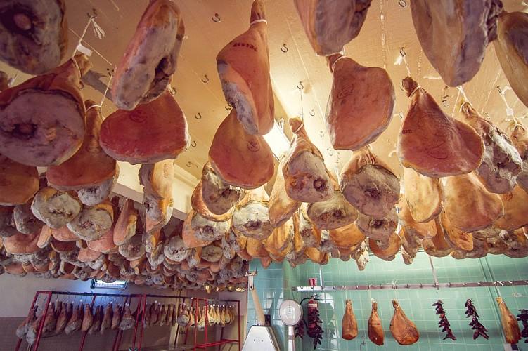 Pierre Ibaialde artisan du jambon à Bayonne