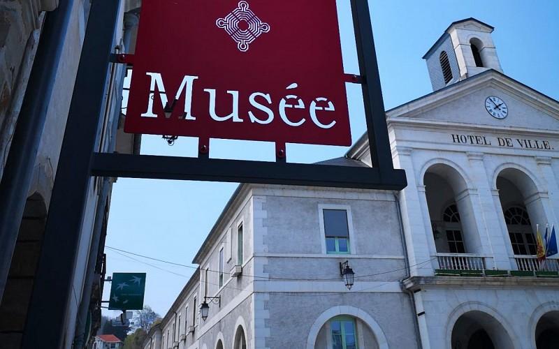 Maison Carrée - Musée de l'Industrie