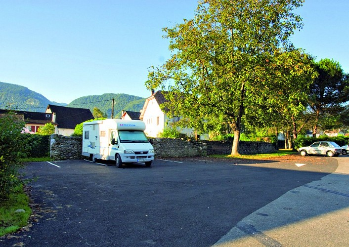 Aire de services et stationnement camping-car d'Arette