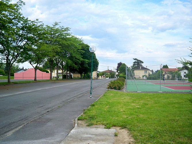 Aire de stationnement de Sauveterre-de-Béarn