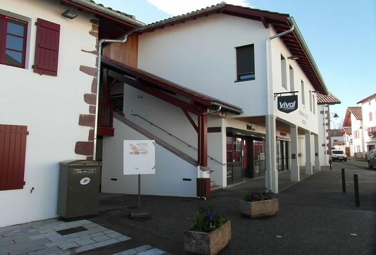 Musée du Camp Romain Usakoa - Entrée Mairie - Saint Jean le Vieux