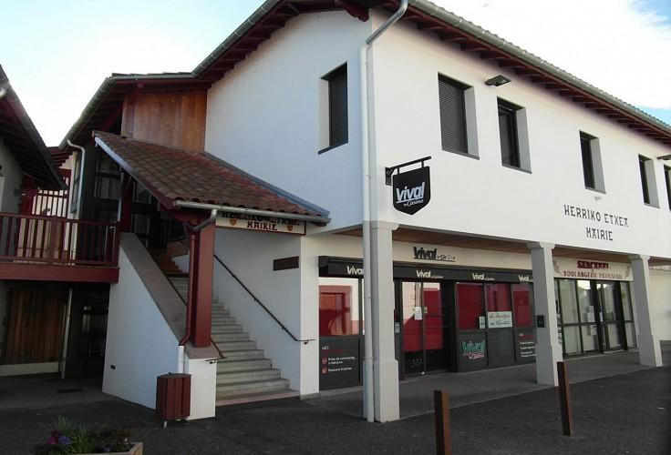 Musée du Camp Romain Usakoa - Entrée musée et mairie - Saint Jean le Vieux