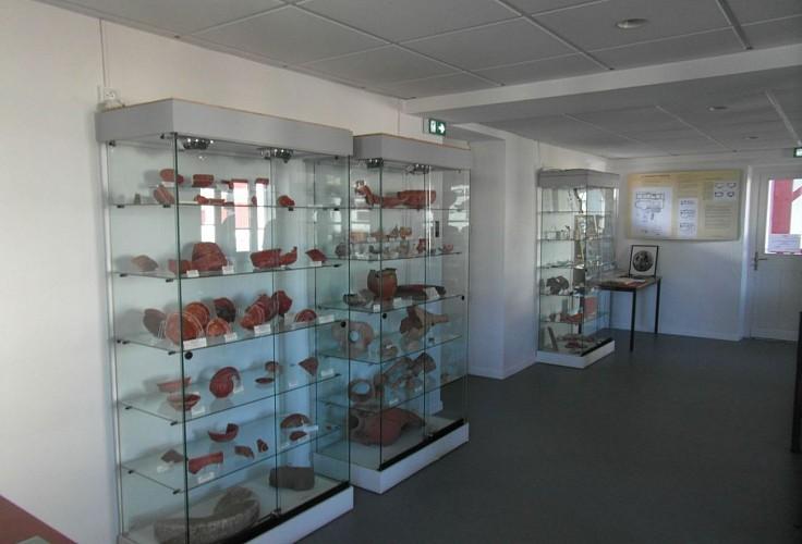 Musée du Camp Romain Usakoa - Vitrines - Saint Jean le Vieux