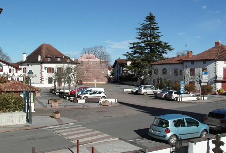 Village de Saint Jean le Vieux - Place du Bourg