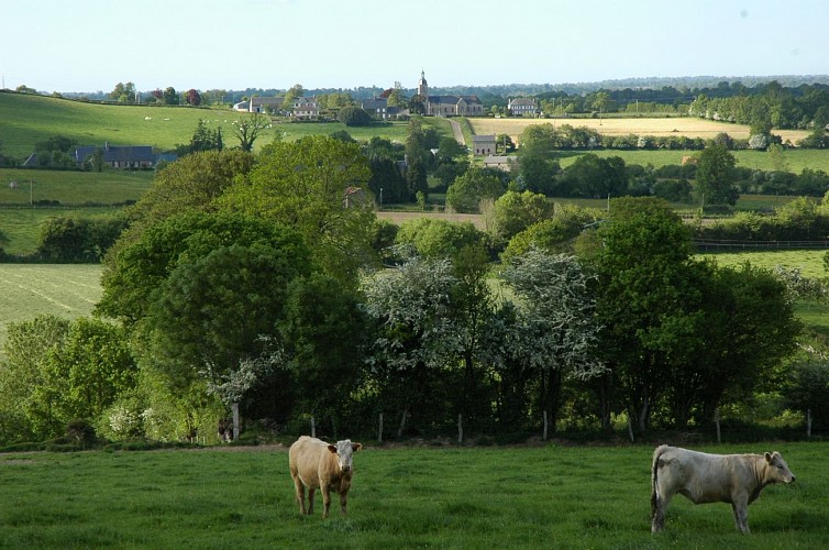 Le village pittoresque de La Haye Comtesse
