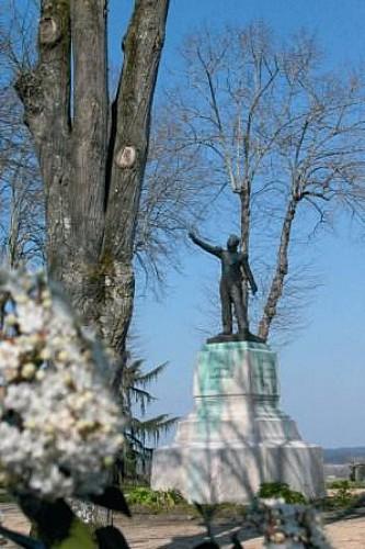Morlanne, statue du Général Lamarque