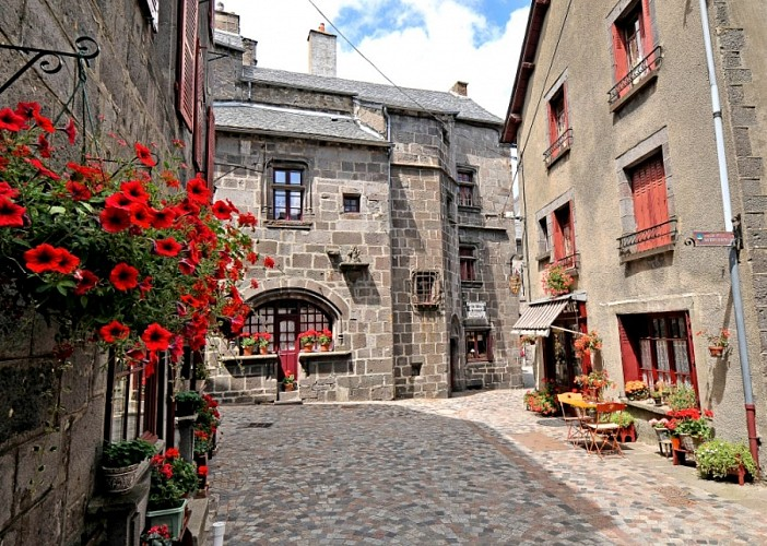 Monuments et architecture besse besse et saint anastaise - Office de tourisme super besse besse et saint anastaise ...
