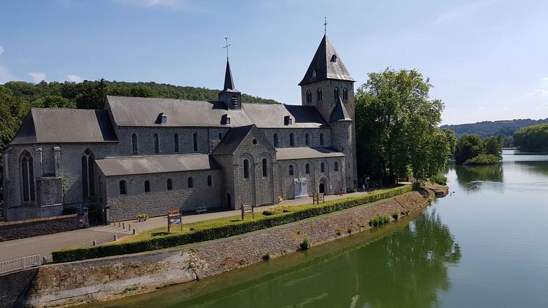 Hastière-Abbatiale et Meuse vus du pont-C.Maes-(c)OTH