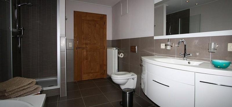 Le petit roer chambre jaune sdb 2