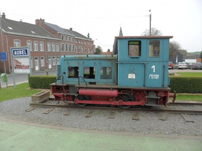 La locomotive le long de la ligne 38 réseau Ravel