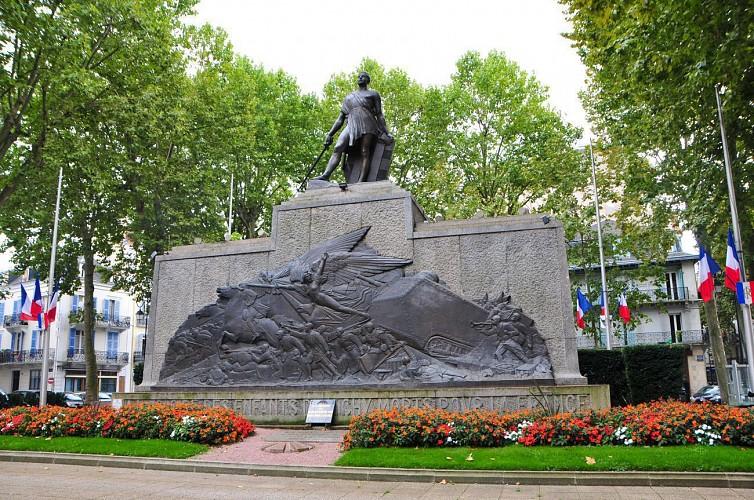 Monument aux morts, square du Général Leclerc