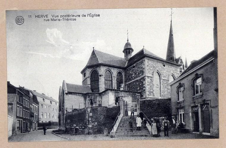 L'Hôtel de Ville et l'église Saint-Jean-Baptiste