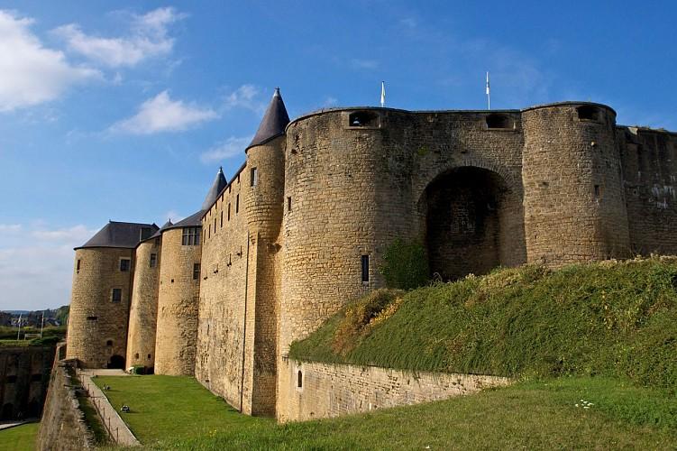 Au départ du château fort de Sedan