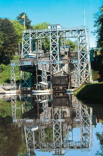 Les ascenseurs hydrauliques du canal du Centre