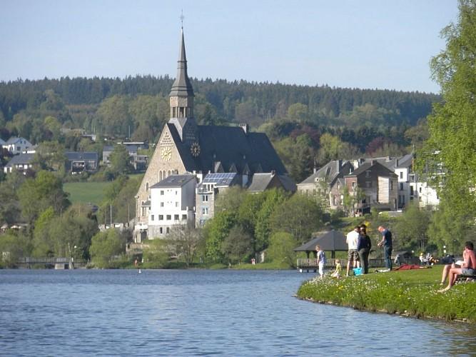 Grand Route und die Kirche von  St Gengoux