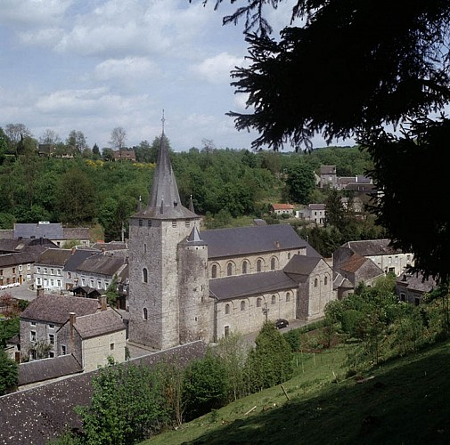 La collégiale Saint-Hadelin