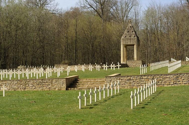 Le cimetière militaire dit « de l'entrée de la forêt »