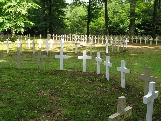 Le cimetière militaire dit « du plateau »