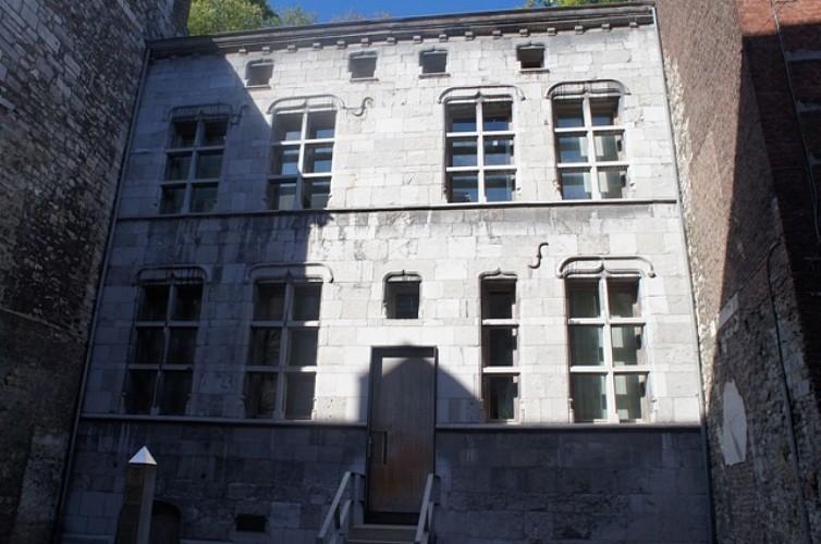 House, 42 rue Sous-le-Château