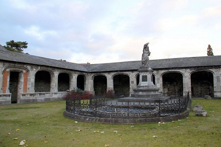 Former Neufmoustier abbey