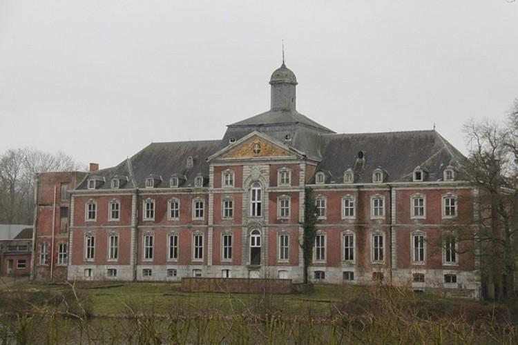 Als Abtei von Solières bekanntes Schloss