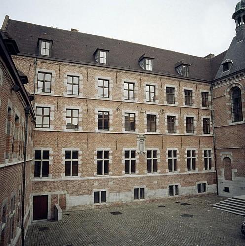 Le conservatoire de musique, ancien couvent des Filles de Notre-Dame