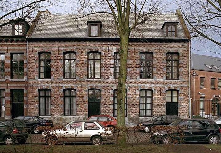Maison, place du Parc, 17