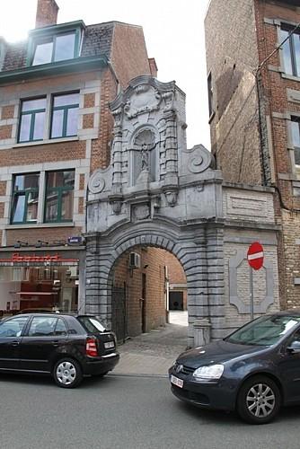 La porte du refuge de l'ancienne abbaye de Floreffe