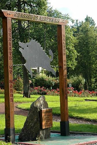 Monument des Chasseurs Ardennais et la Roseraie