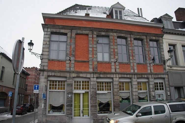 Immeuble, quai Marché-aux-Poissons,  8a et 8b