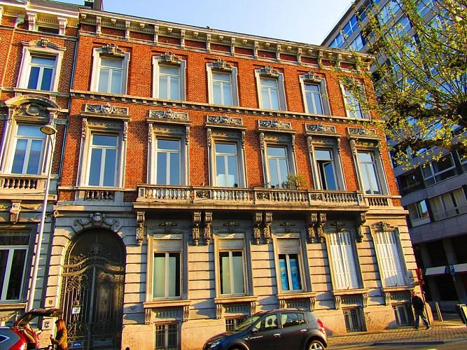 L'ancien hôtel de maître à l'angle du boulevard Piercot et le la rue Ysaye