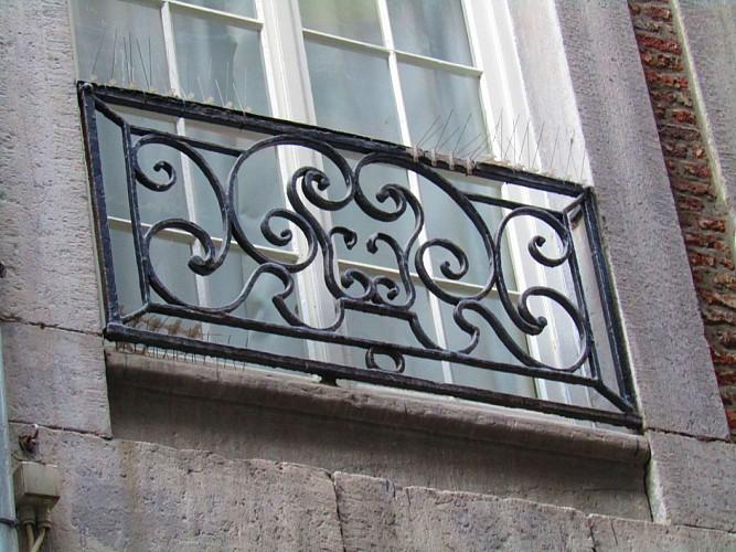 Immeuble, rue Souverain Pont, 8