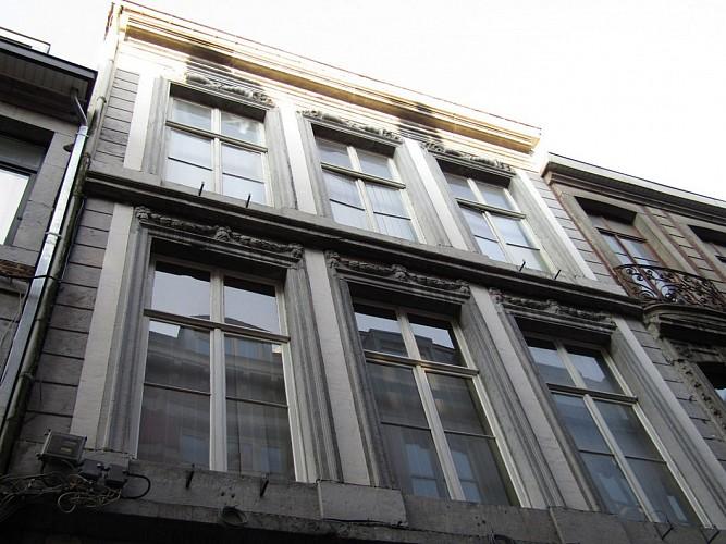 Immeuble, rue Souverain Pont, 28