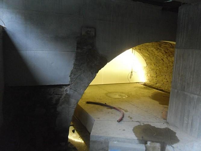 Immeuble et deuxième arche du pont des Arches