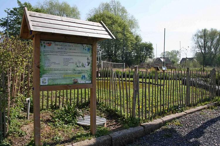 Maison du Parc Naturel des Hauts Pays, Jardin au naturel, Rucher didactique