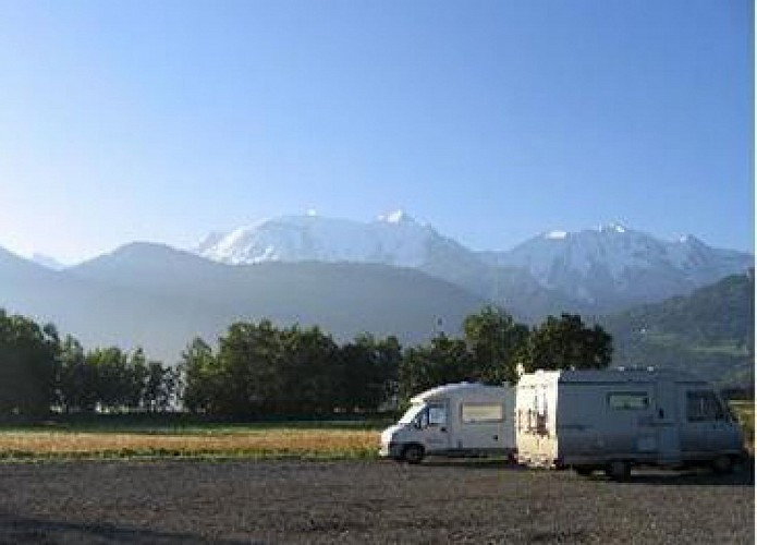 Aire d'accueil - Camping-Cars