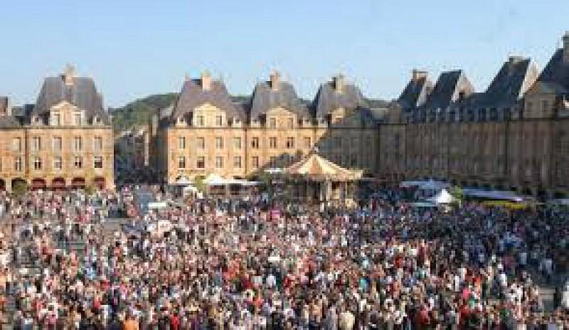 Art et mus es place ducale charleville mezieres - Office du tourisme charleville mezieres ...