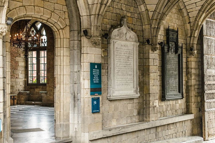 Four plaques in the porch of Mons City Hall
