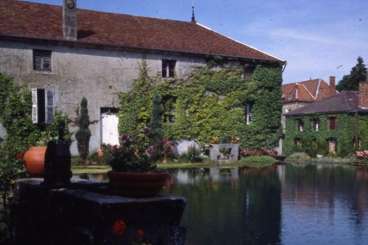 Soulaines-Dhuys: moulin et lavoir